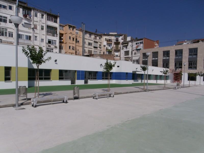 Fotografía del colegio Puerto Rico en fase final de construcción